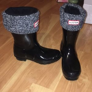 SIZE 7 SHORT HUNTER WINTER BOOTS WITH SOCKS